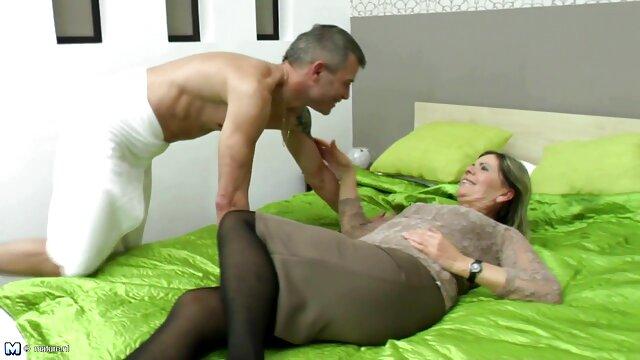 Pornografia sem registo  Cona vs infusão mulher gorda fazendo porno