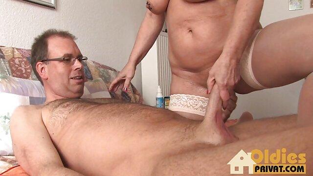 Pornografia sem registo  Roxy Rox transformou-se numa máquina de chupar vídeo de mulher gorda pornô pilas com uma Garganta Funda brutal.