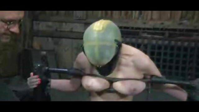 Pornografia sem registo  Ouve a mulher gorda fazendo porno Judith sufocar a dor da brutalidade dos seus punhos
