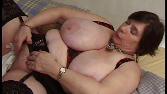 Sexo sem registo  No inverno, ela está nua, com as mãos atadas videos de sexo com mulheres gordas atrás das costas.