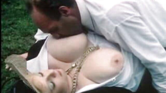Pornografia sem registo  Infernal segura Violet Monroe entre as grades vídeo de mulher gorda pornô