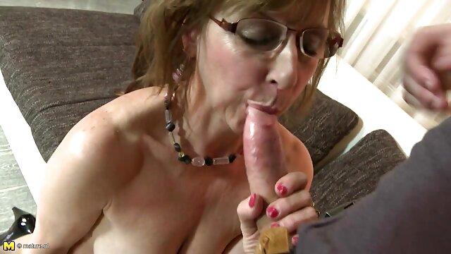 Pornografia sem registo  Busty morena Secretária vídeo de pornô só de mulher gorda Nyxon treinada para trabalhar em látex e couro (2015 ))