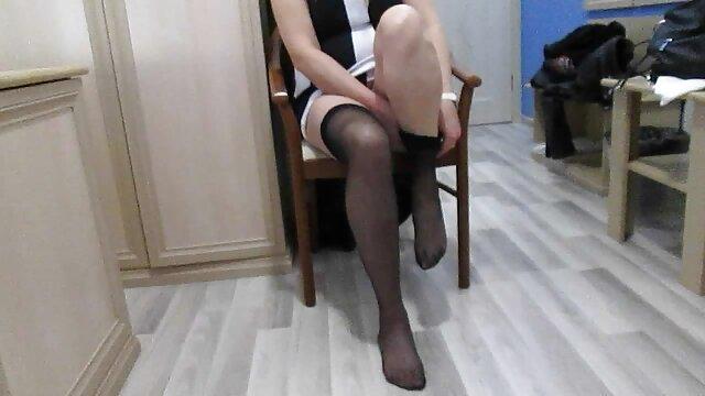 Pornografia sem registo  Cereja rasgada amarrada a um cinto, uma tábua e recheada vídeo de pornô das mulher gorda com uma pila