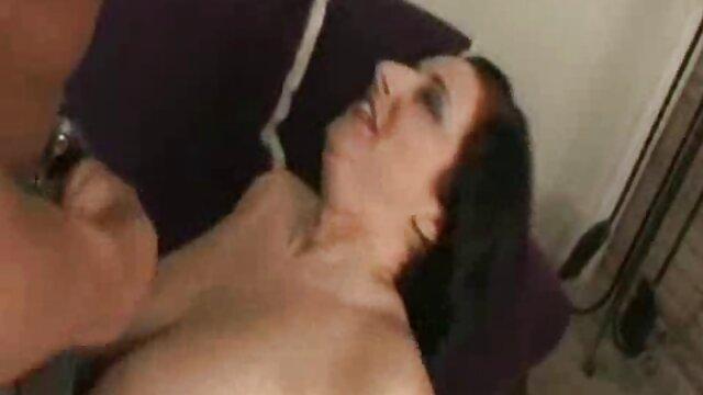 Pornografia sem registo  Prazer doloroso para um escravo duro ver filme pornô das gordinhas