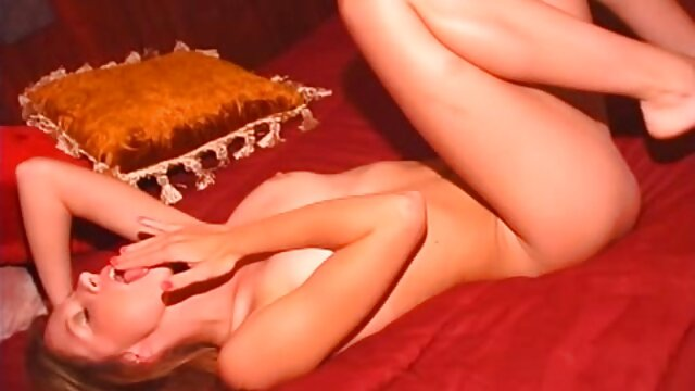 Pornografia sem registo  Medidas extremas para fazer vídeo pornô com mulheres obesas o escravo gritar