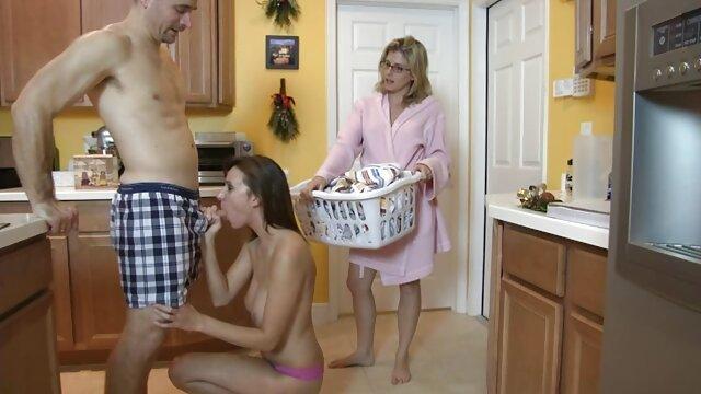 Pornografia sem registo  A câmara permanece na prostituta e diz-se que em breve alguém virá buscá-la. ver filme pornô das gordinhas