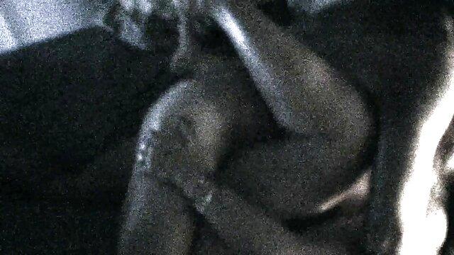 Pornografia sem registo  Tenta fugir. vídeo pornô de mulher gorda morena