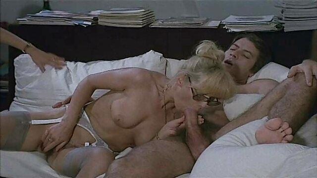 Pornografia sem registo  Diz olá ao meu colo do filme pornográfico de mulher gorda útero.