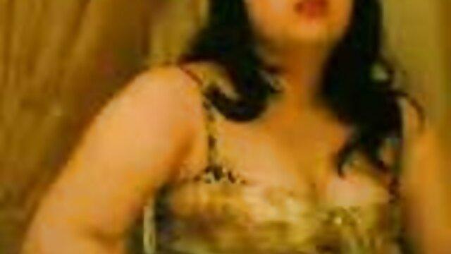 Pornografia sem registo  Ela está bem filme de sexo com mulher gorda amarrada, mãos nas costas, até pernas amarradas.