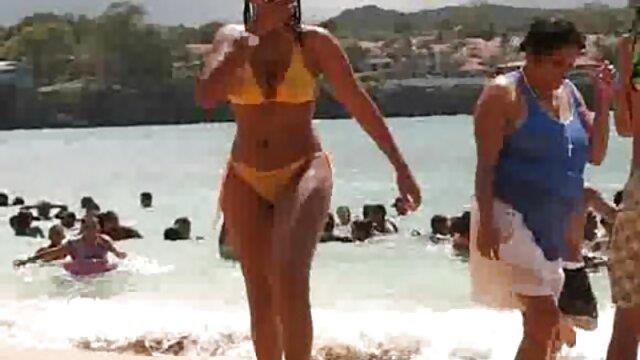 Pornografia sem registo  Jovem e vídeo de pornô com mulher gorda luxuriante escravo