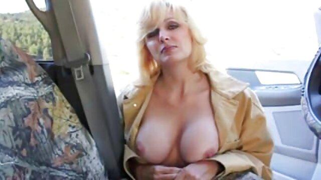 Pornografia sem registo  Martelar um mulheres gordas fazendo filme pornô prego no peito