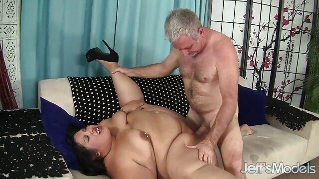 Pornografia sem registo  Garganta Funda de mulher gorda fazendo vídeo pornô Baba incrível.