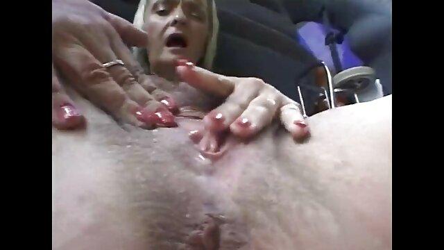 Pornografia sem registo  A bela vídeo pornô de mulher gorda se masturbando mulher sofre