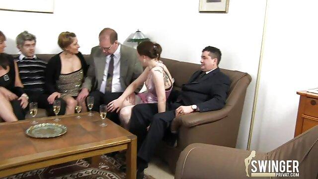 Pornografia sem registo  A Pequena Odette transformou-se numa vídeo de pornô de mulher gorda gostosa caixa para um broche.