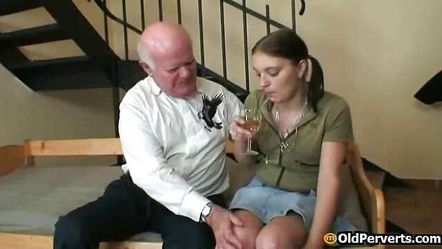 Pornografia sem registo  Depois de uma longa suspensão invertida segue a escravidão da situação multiponto com filme pornô só de mulher gorda