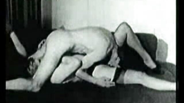 Pornografia sem registo  Indefeso deixado filme pornográfico de mulher gorda no chão