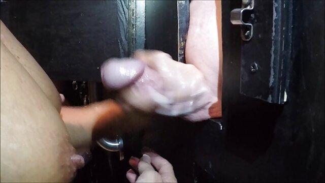 Pornografia sem registo  Acorrentado vídeo pornô de mulher morena gorda a sibian em cativeiro mamário (30 de Setembro de 2015), sexualmente quebrado