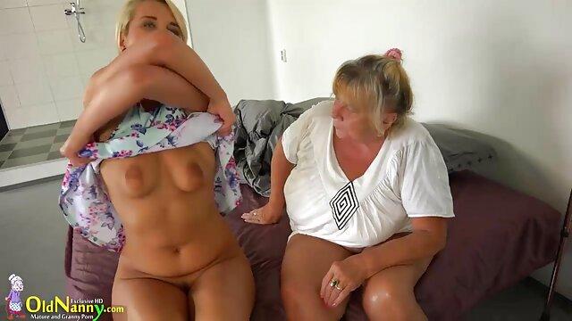Pornografia sem registo  Belos seios numa sessão de vídeo de pornô da mulher gorda dor