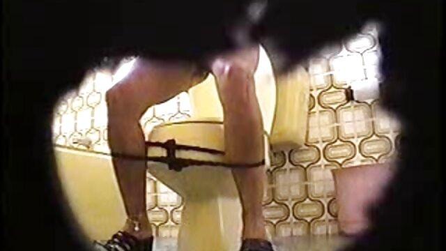 Pornografia sem registo  Problema vídeo pornô de mulher gorda se masturbando do escravo