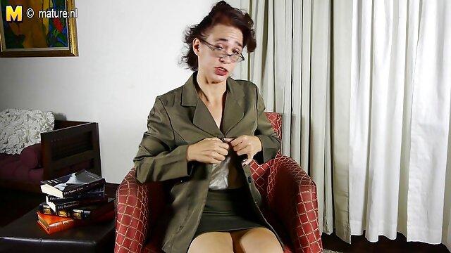 Pornografia sem registo  Escravos mulheres gordas fazendo filme pornô das Masmorras 2