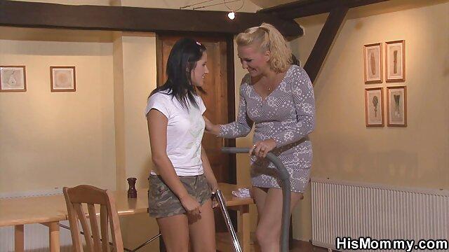 Pornografia sem registo  A Roxy começa com os braços estendidos e as pernas abertas. video de mulher gorda fazendo sexo