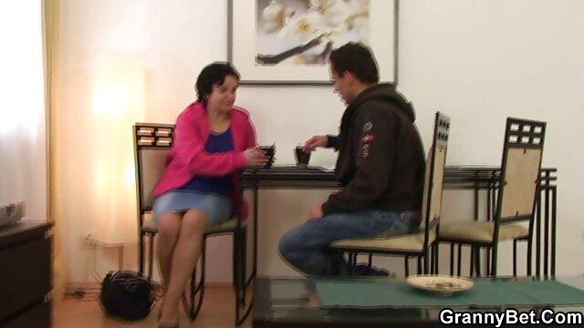Pornografia sem registo  Bate no pirralho Barbeiro de 2 cêntimos Cyd Preto bate no pirralho porno com mulher gordinha 2