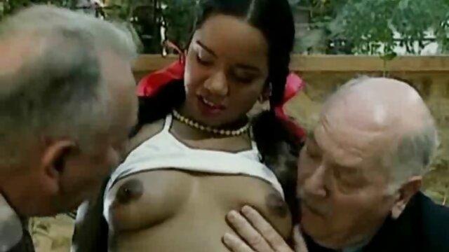 Pornografia sem registo  Rapariga mulher gorda fazendo vídeo pornô francesa com Mamas pequenas