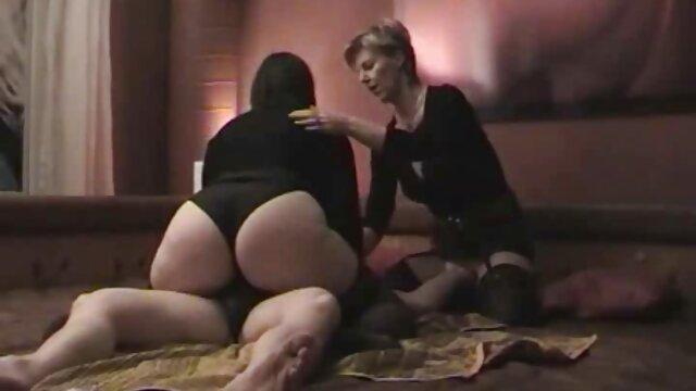 Pornografia sem registo  Escravidão exótica de látex e capa de ver vídeo pornô de mulher gorda borracha 7